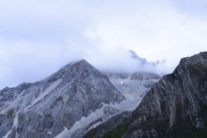 稻城亚丁什么时候能看到下雪